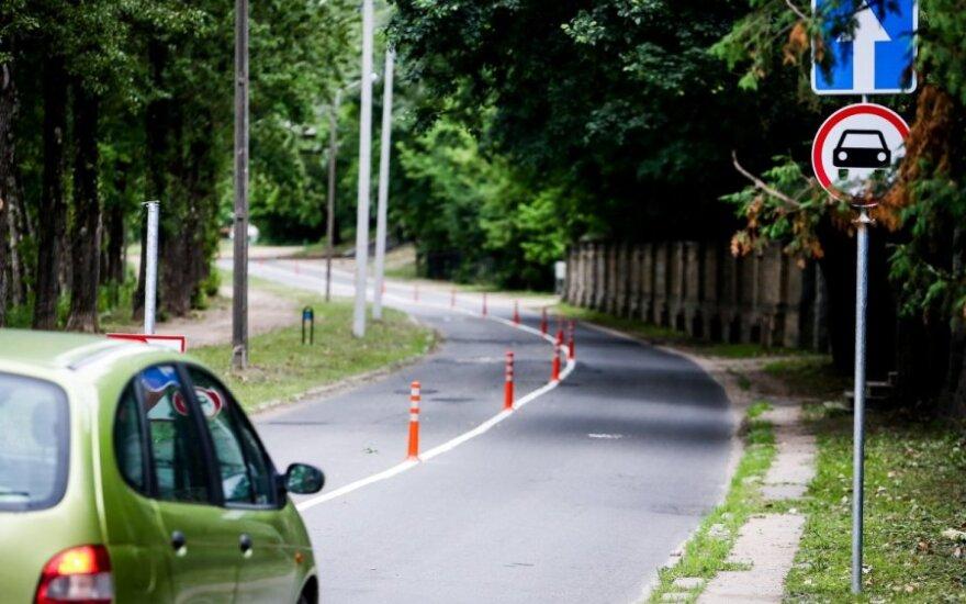 Vairuotojai šokiruoti - gatvė atiduota tik dviratininkams