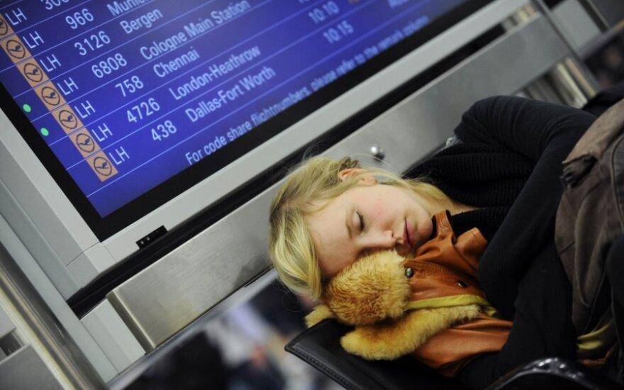 Dėl artėjančios audros Frankfurto oro uostas nutraukė darbą