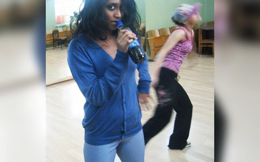 Žvaigždės fotodienoraštis: spalvinga Berneen kasdienybė - šokių salėje