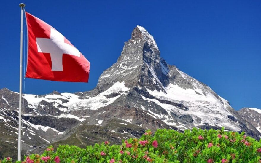 Šveicarijos bankams teks atskleisti paslaptis?