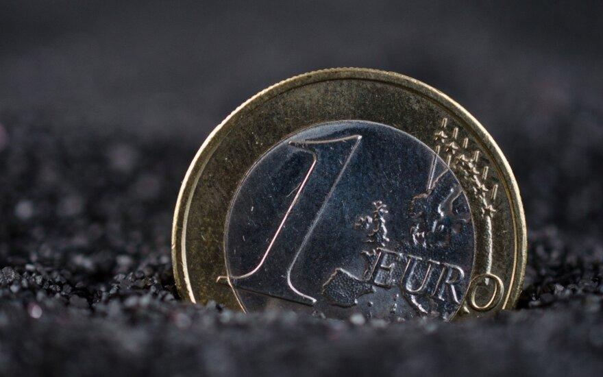 Rinkoms laukiant sprendimo dėl krizės Italijoje, euras sustiprėjo
