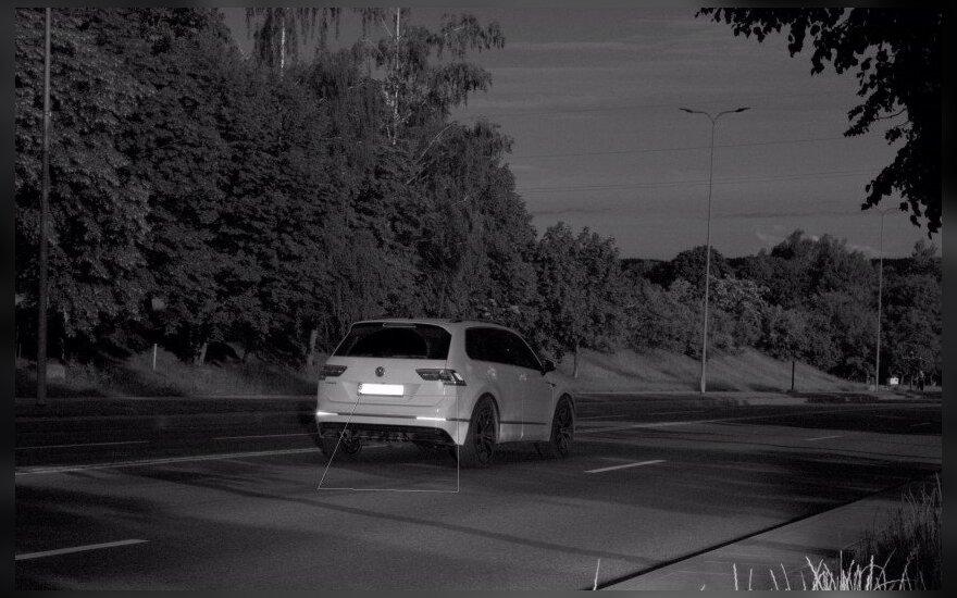 """""""VW Tiguan"""" per Jonavą skriejo 129 km/val. greičiu, nors leidžiamas greitis – 50 km/val."""