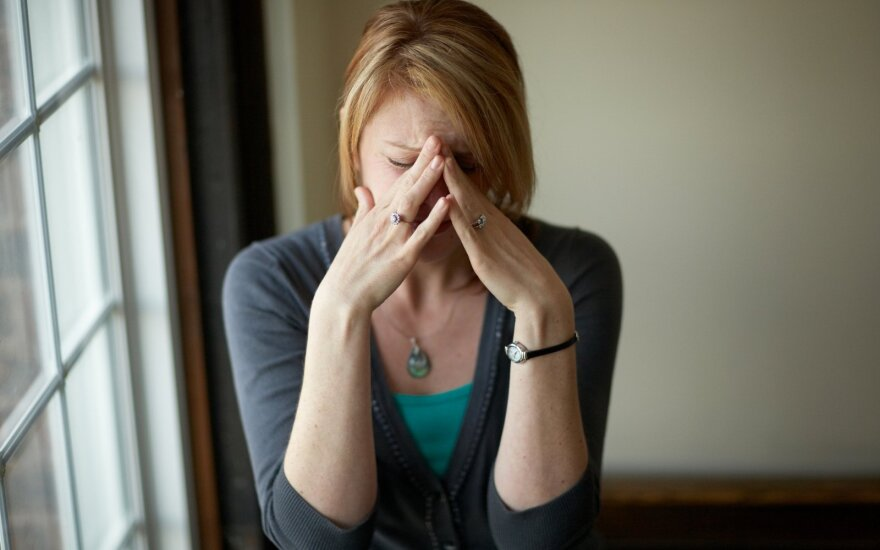Psichoterapeutė perspėja: labai pakili nuotaika gali slėpti depresiją