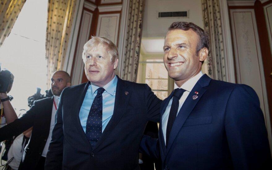 """Johnsonas perspėjo Macroną: """"Brexit"""" atidėtas nebus"""