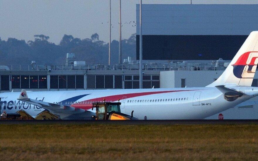 """""""Malaysia Airlines"""" laineris neplanuotai nusileido Australijoje"""