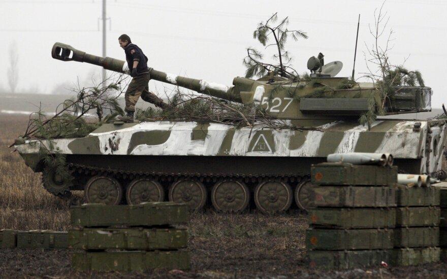 JT reikalauja atitraukti iš Rytų Ukrainos sunkiąją ginkluotę