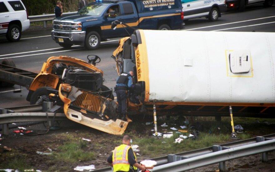 Mokyklos autobuso ir šiukšliavežio avarija JAV