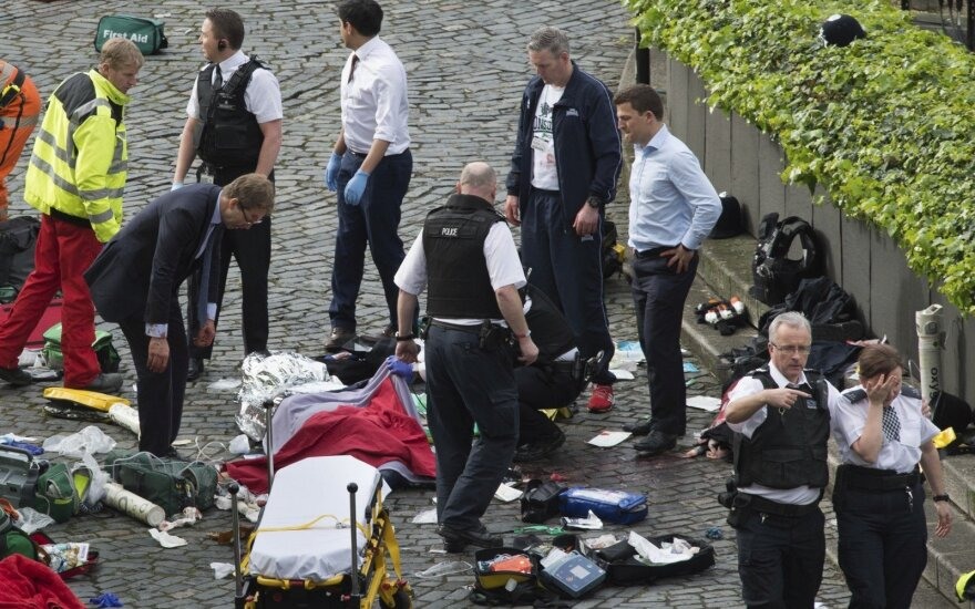 Aiškėja kruvino išpuolio Londone aukos: tarp žuvusiųjų – beginklis pareigūnas ir dviejų vaikų mama