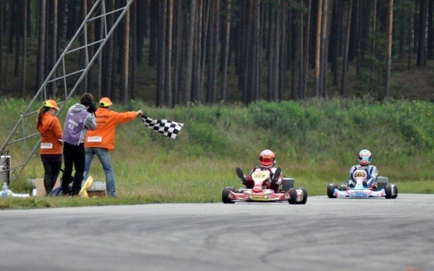 """Puikus """"Energy Racing"""" kartingo komandos pasirodymas Latvijoje (Olgos Keikovos nuotr.)"""