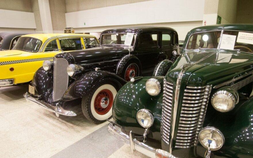 """Į Antikvarinių automobilių muziejų – pažiūrėti lenktyninių """"Zaporožiečių"""" ar nusikelti į Al Caponės laikus"""