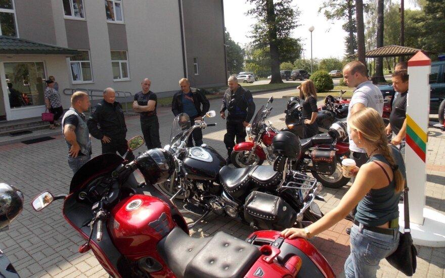 Pasieniečiai sėda ant motociklų vardan ambicingo tikslo