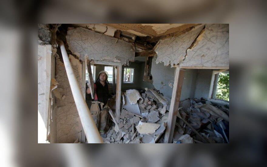 Rytų Ukrainoje per artilerijos smūgį sužeisti keturi žmonės