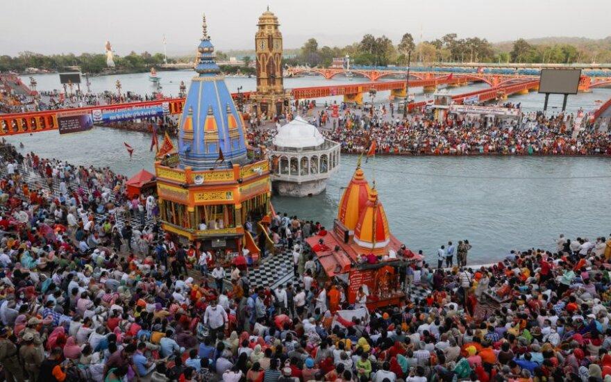 Daugiau nei 1 tūkst. žmonių Indijos religinėje šventėje patvirtinta COVID-19 infekcija