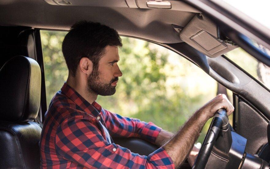 Taršos mokestis vairuojantiems kaime atrodo nekaip.