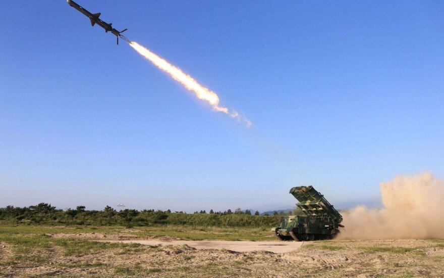 Pietų Korėja siūlo surengti karines derybas su Šiaurės Korėja