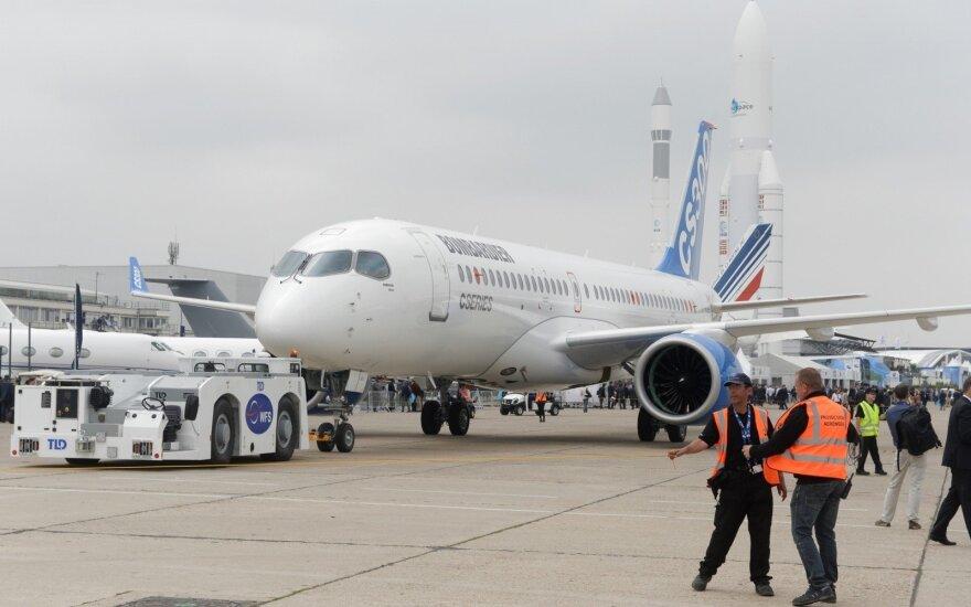 """""""Air Baltic"""" laikinai """"dėl saugumo"""" nutraukė skrydžius """"Bombardier CS300"""""""