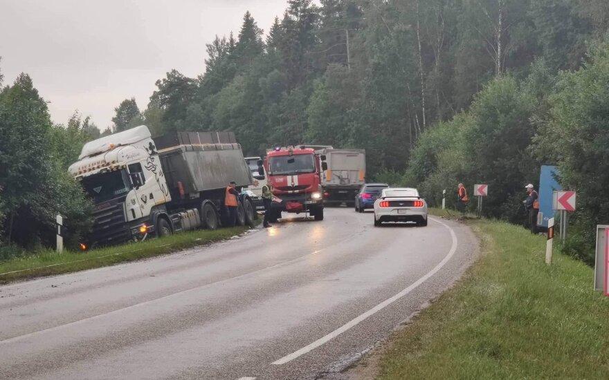 Kelyje Vėžaičiai-Plungė į avariją pateko trys vilkikai
