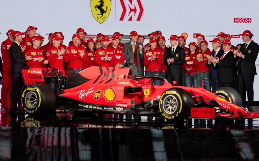 """""""Ferrari"""" pristatė savo šio sezono bolidą"""