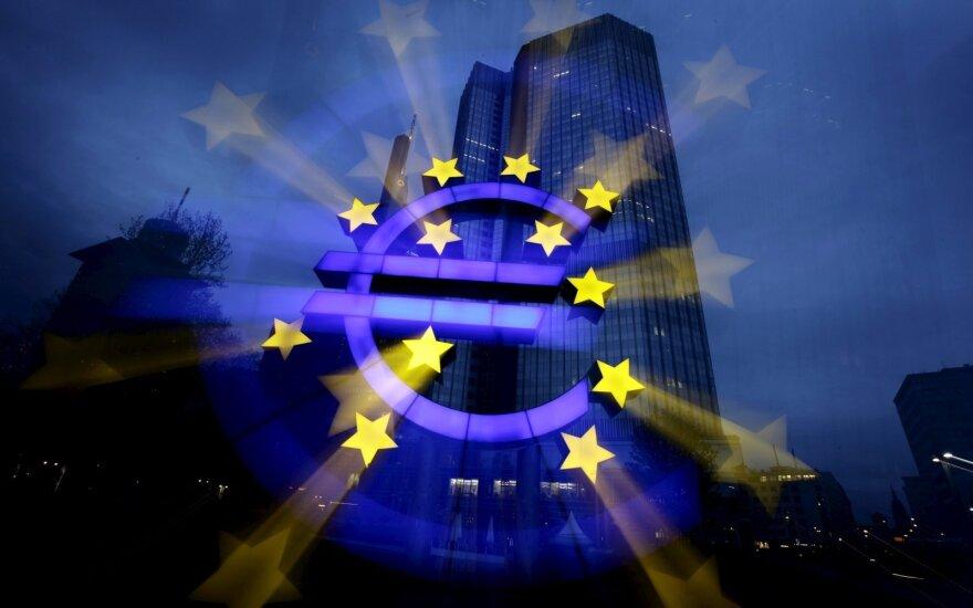 ECB: euro zonos bankai toliau kratosi neveiksnių paskolų