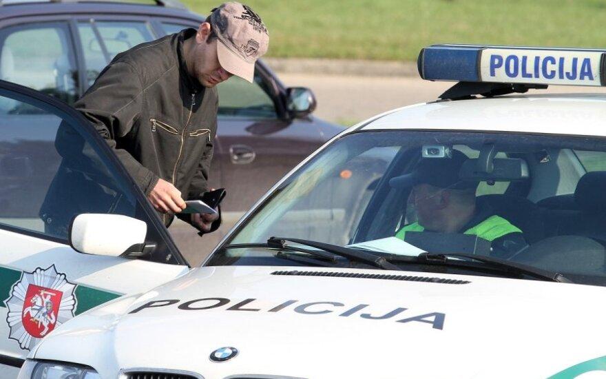Kaune policijos pareigūnai tikrino vairuotojų blaivumą