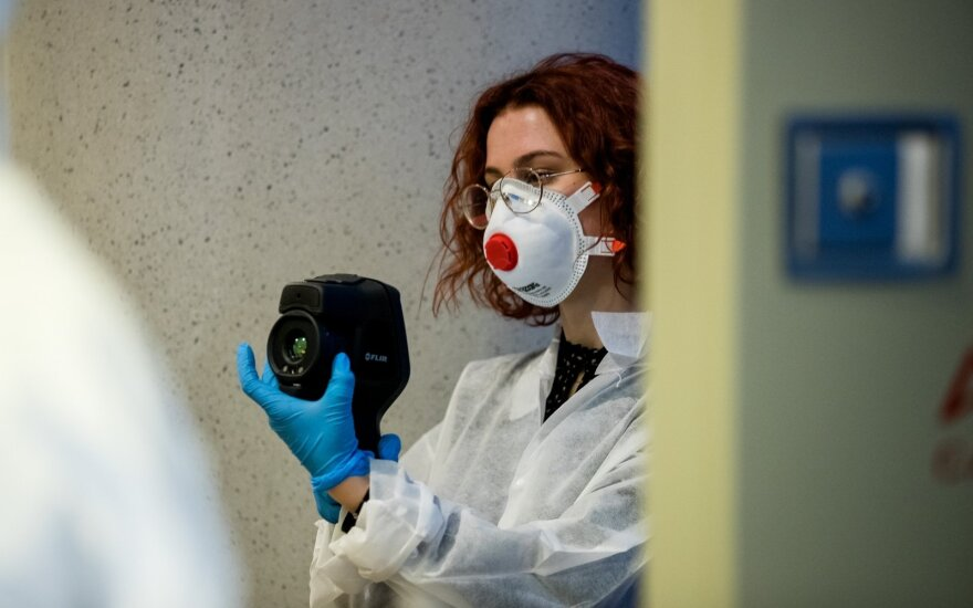 Skelbia apie 7 naujus koronaviruso atvejus, iš viso užsikrėtusių – 33