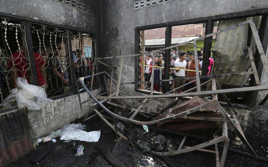Indonezijoje per gaisrą degtukų sandėlyje žuvo mažiausiai 30 žmonių