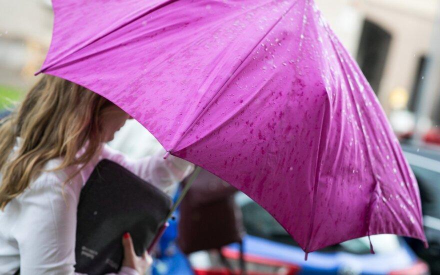 Naujausia orų prognozė: pasiruoškite skėčius