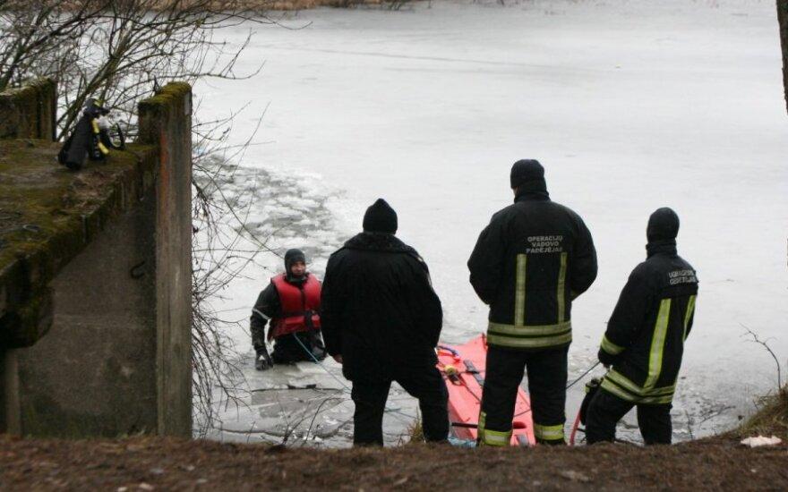 Vilniaus pakraštyje įlūžo žvejys, išgelbėtas žmogus prarado sąmonę