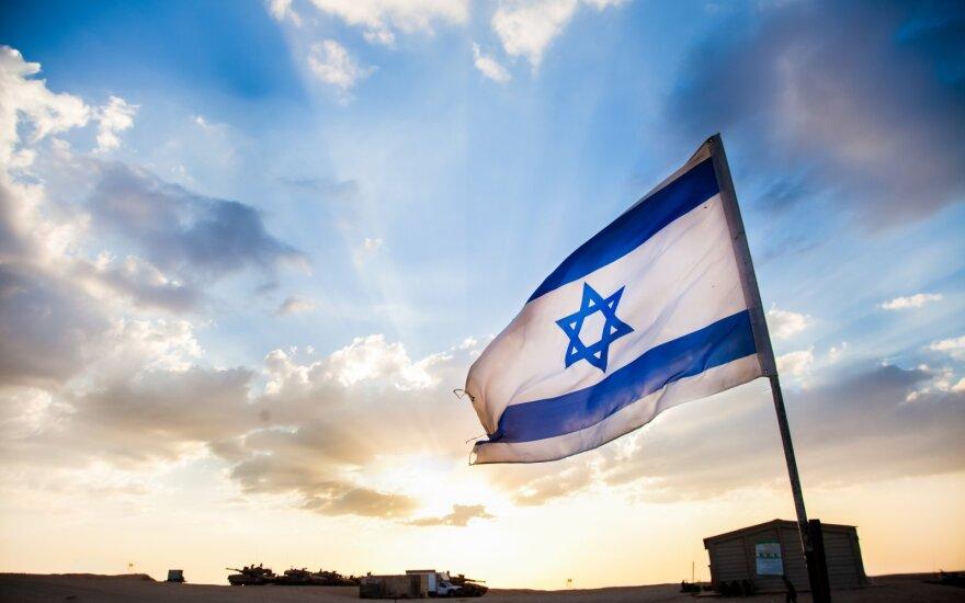 Izraelis pranešė sėkmingai išbandęs dvi balistines raketas