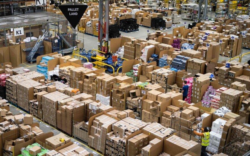 """Likus savaitei iki Kalėdų """"Amazon"""" darbuotojai Vokietijoje pradėjo streiką"""