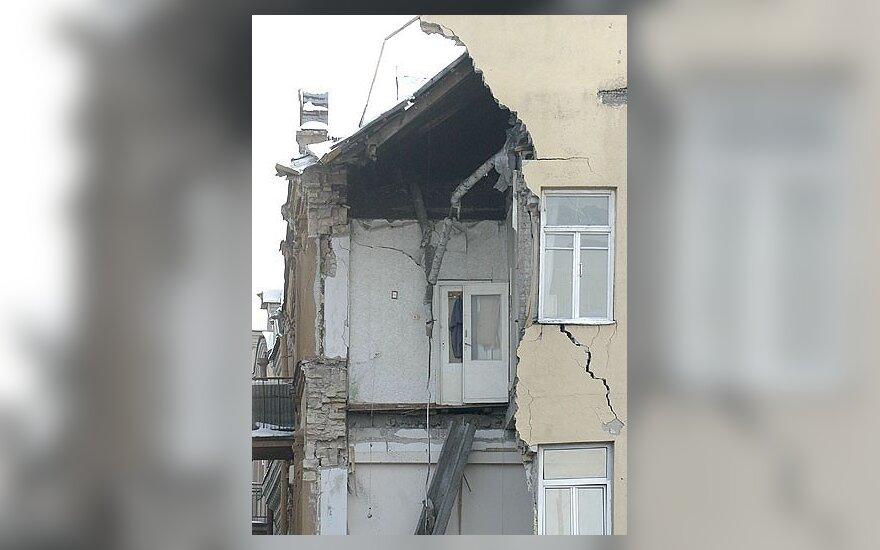 Nugriuvusio namo gyventojams valdžia siūlo tik teisinę pagalbą