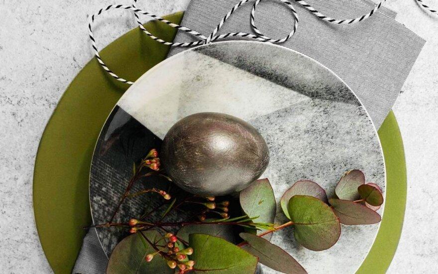 Kiaušiniai, nudažyti juodojo perlo spalva