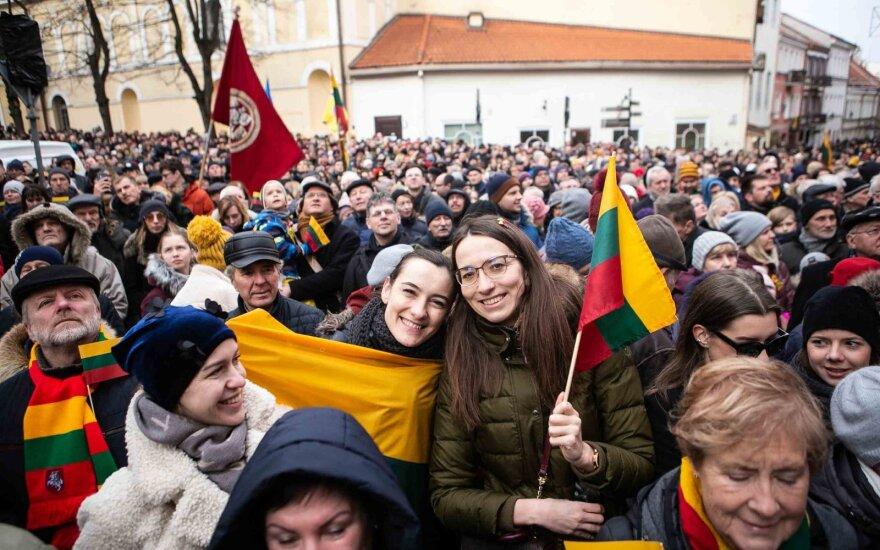 Vasario 16-osios minėjimas prie Lietuvos nepriklausomybės signatarų namų Vilniuje