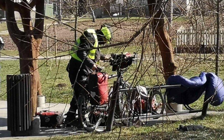 Lietuvos-Lenkijos pasienio miestelyje – negaluojantis vokiečių dviratininkas
