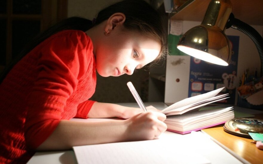 Edukologė: vaikas gali rašyti net pirštu, jam nebūtinas rašiklis