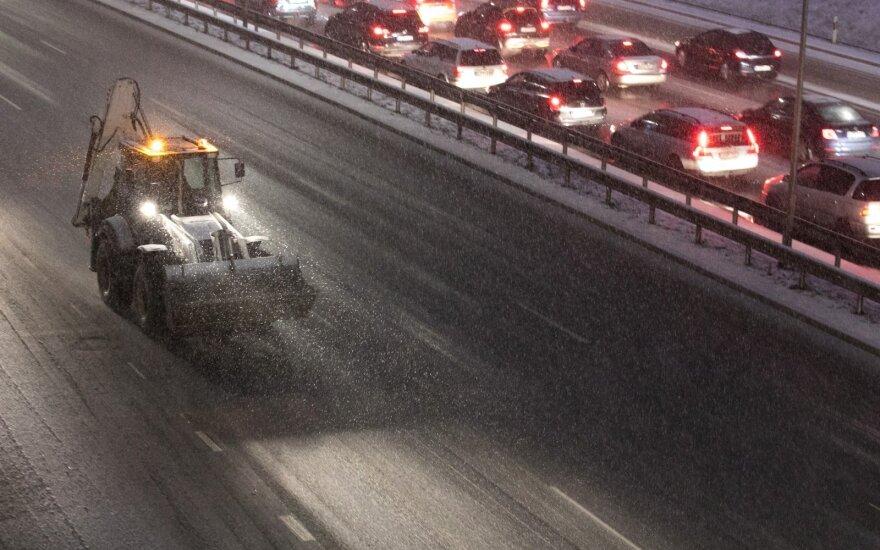 Ketvirtadienio rytas keliuose be incidentų, nors spūsčių neišvengta