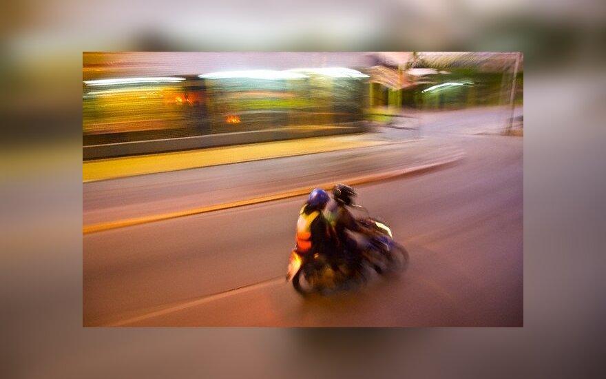 Mopedo vairuotojas dėl neatsargaus elgesio atsidūrė reanimacijoje