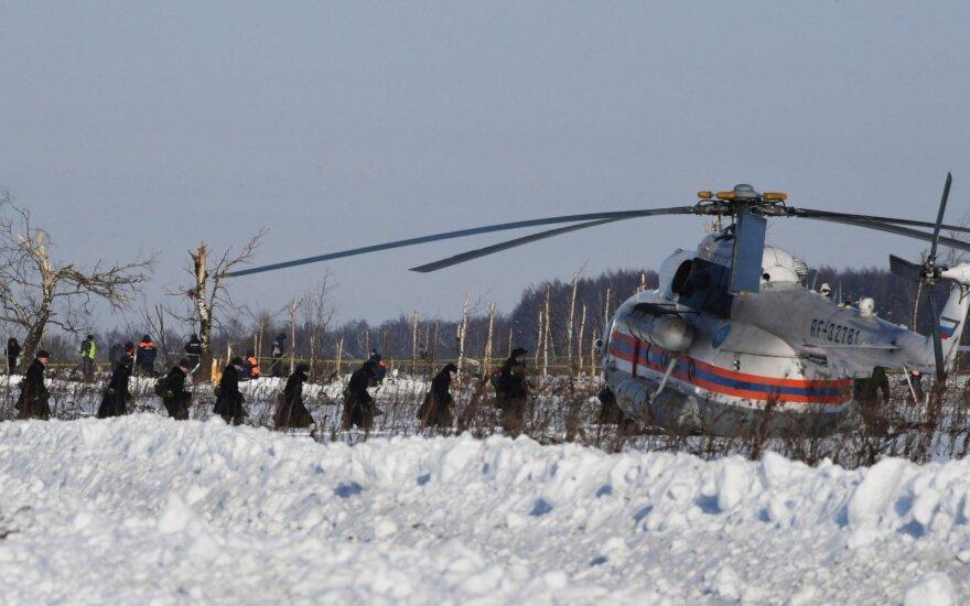 """""""Kommersant"""" skelbia apie paskutiniuosius prie Maskvos sudužusio lėktuvo pilotų pokalbius"""