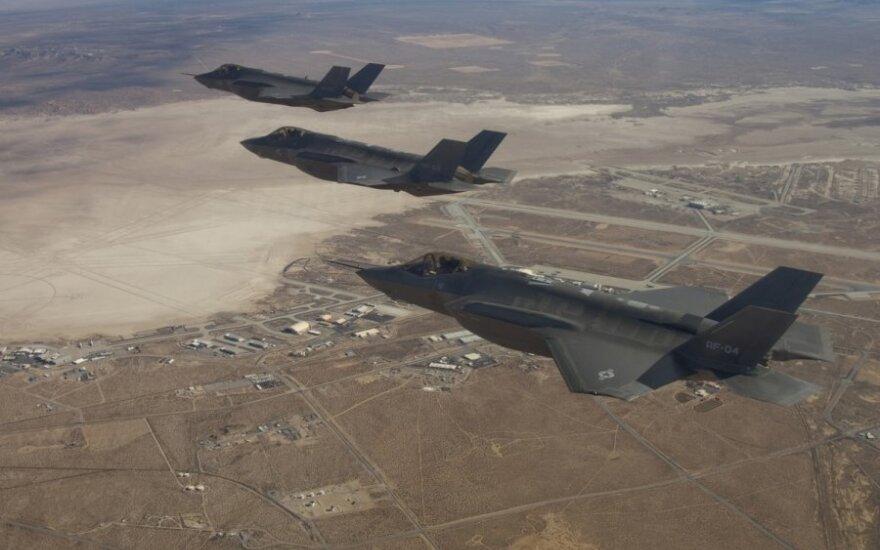 """JAV surengė oro antskrydžius prieš """"Islamo valstybę"""" Irake"""