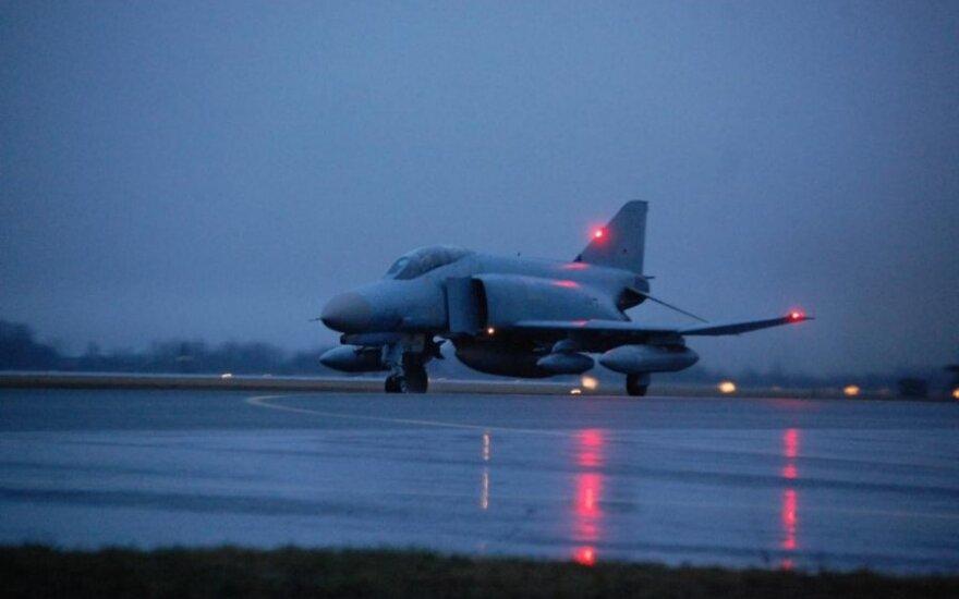 """Vokietijos karinių oro pajėgų naikintuvai F4 """"Phantom"""""""