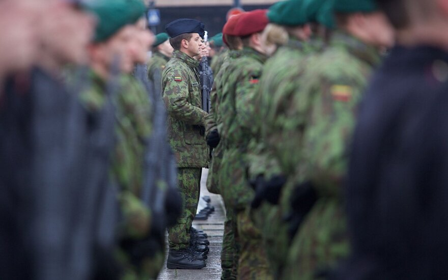 Tauragės rajone uniformuotas Lietuvos kariuomenės karys nusipirko narkotikų
