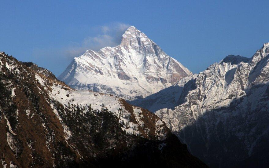 Indijos Himalajuose pastebėta dingusios alpinistų grupės narių kūnų