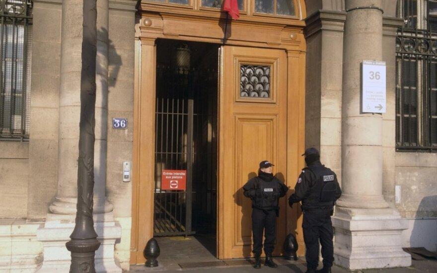 Prancūzijoje prieš teismą stojo turistės išžaginimu kaltinami du policininkai