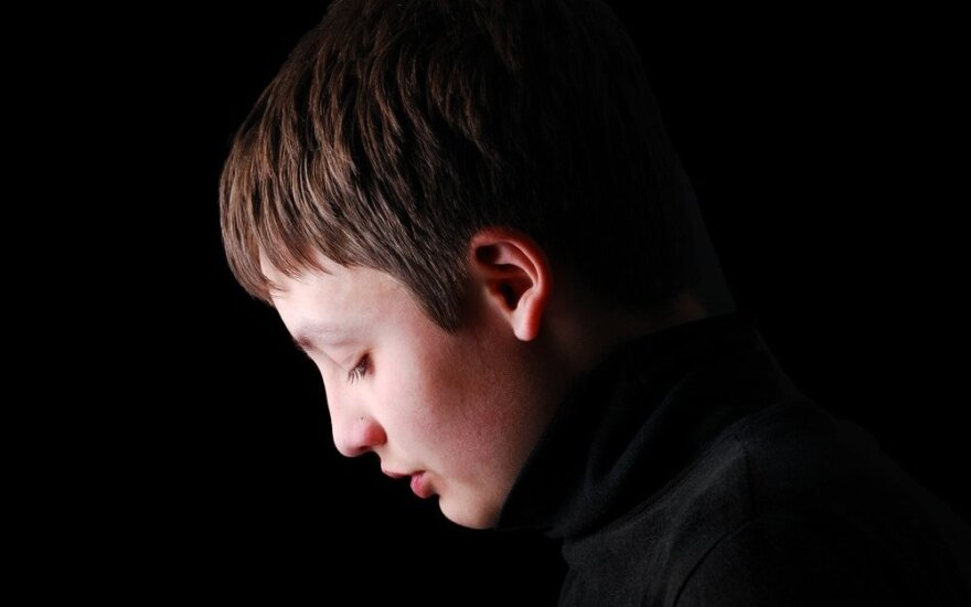 Vaikas su vergo ženklu: sprendžia, nusikaltėlis jis ar auka