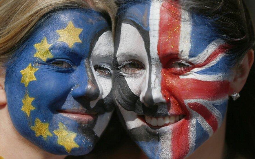 """""""Brexit"""" svajonė miršta"""", sako atsistatydinęs Borisas Johnsonas"""