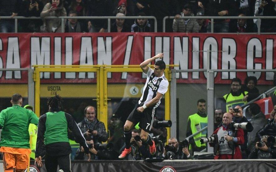 """Ronaldo vėl įmušė, o """"Juventus"""" laimėjo Milane"""