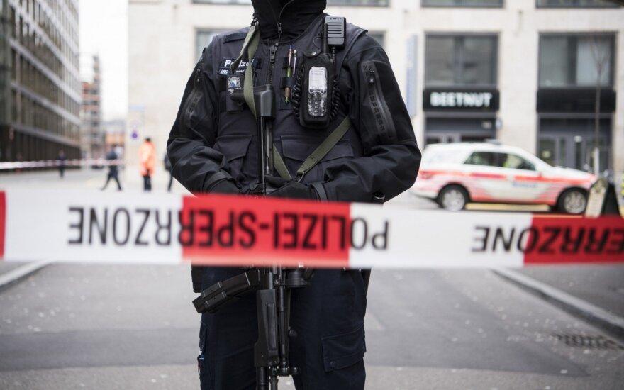 Šaudynės Ciuriche: prie banko nušauti du žmonės