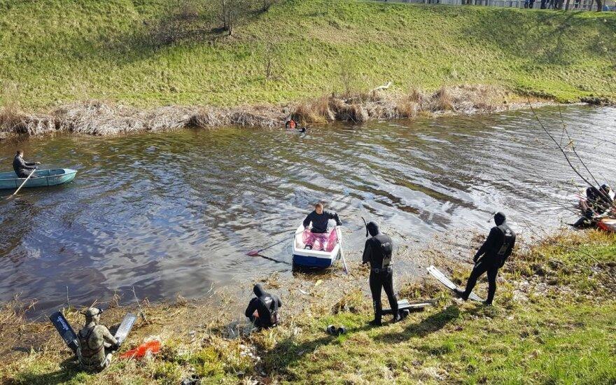 Panevėžio aplinkosaugininkai tvarkė Nevėžio pakrantę