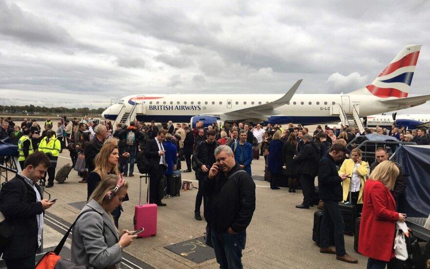 Londono oro uostuose dėl plikledžio sutriko skrydžiai