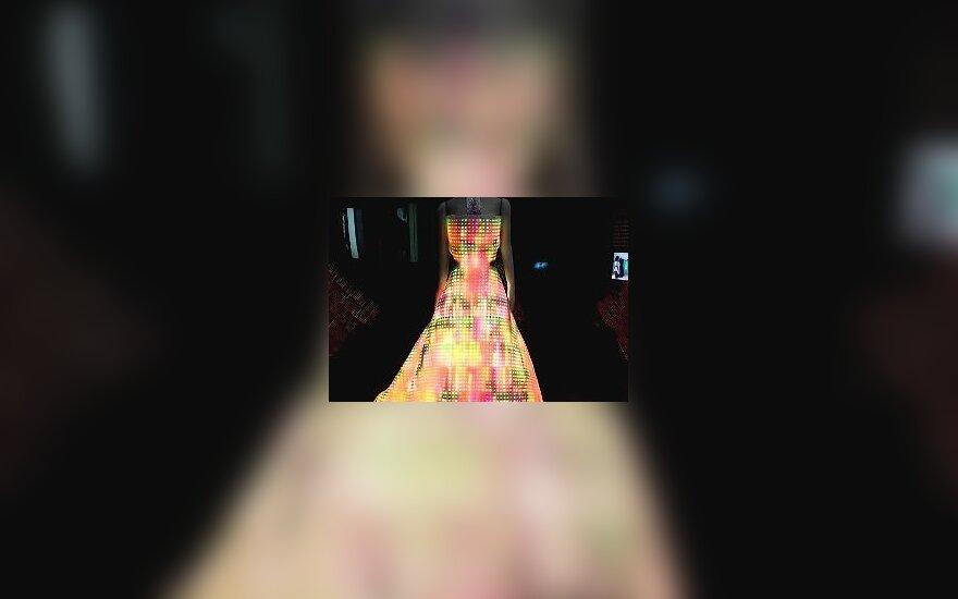 Galaxy suknelė, dizaineriai Francesca Rosella ir Ryanas Genzas